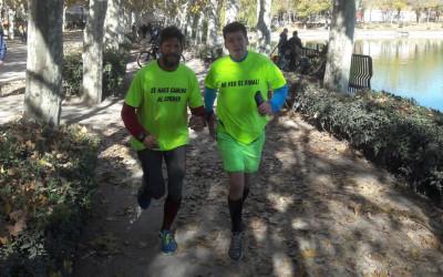 Cómo correr una maratón con un corredor guía para ciegos